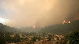 Tusenvis evakueres fra skogbranner i Hellas