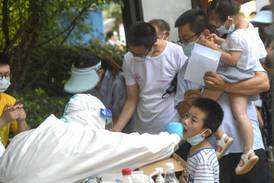 Må teste alle innbyggerne i Wuhan for korona