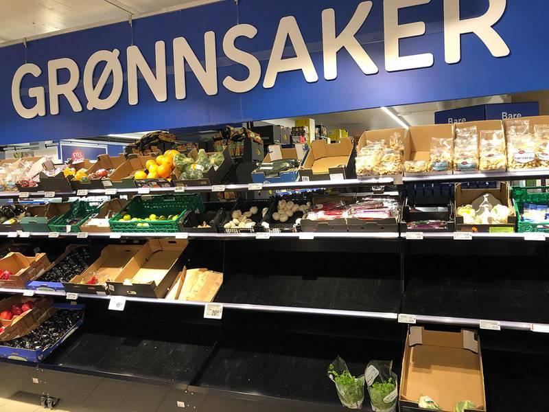 Bildet viser tomme hyller på Rema 1000 Hovin i Oslo.