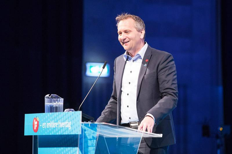 Bildet viser Andersen på en talerstol.