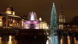 Den norske julegrana er tent i London