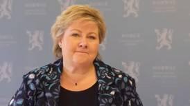Erna gratulerer Klar Tale i video
