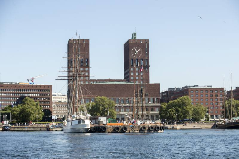 Oslo rådhus sett fra sjøen i Oslo. Illustrasjonsfoto: Terje Bendiksby / NTB