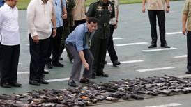 Ber soldatene legge bort våpnene i jula