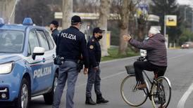 Italia avlyser fotballkamper og karneval