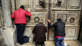 Stenger viktig kirke i protest