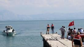 Båt med flyktninger sank i Tyrkia
