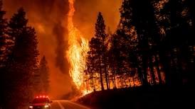 Store deler av småby i California brant ned
