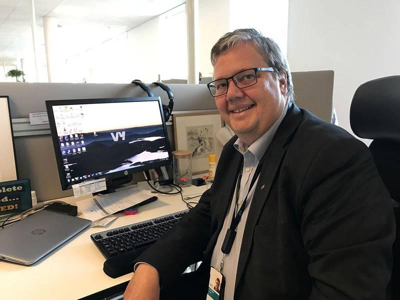 Bildet viser Åge-Christoffer Lundeby. Han er spesielt glad i sol. Han jobber i transport-selskapet Vy.