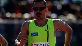 Vil løpe i rekordfart – med vond tå