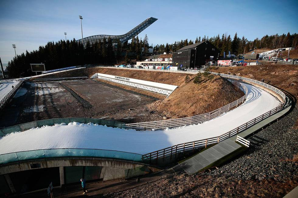 Bildet viser skianlegget i Holmenkollen. Her arrangeres verdenscup i hopp, langrenn og kombinert til helgen. Helsedirektoratet vurderer om det blir noe av.