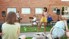 Spiller konsert for nabolag