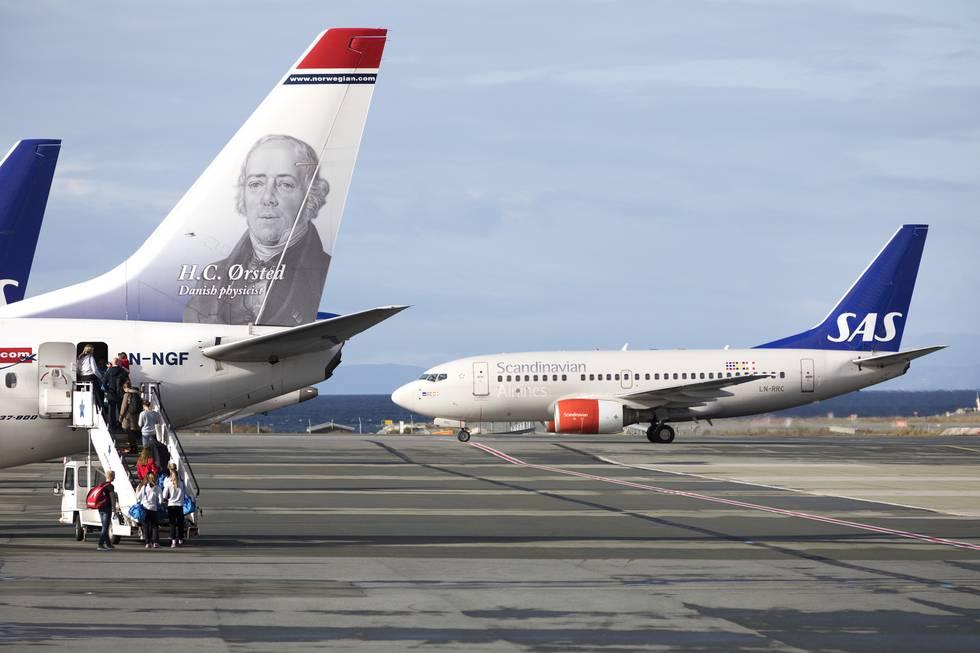 Både SAS og Norwegian nedskalerer sommerplanene inntil videre. Foto: Gorm Kallestad / NTB