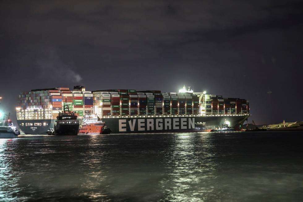 Bildet viser skipet Ever Given i Suezkanalen