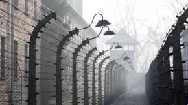 Tyskland lover å hjelpe Auschwitz med penger
