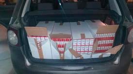 Tatt med 40.000 sigaretter i bilen