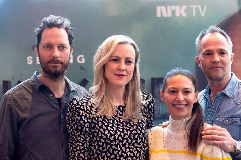 Bildet viser skuespillerne Trond Fausa Aurvåg, Marian Saastad Ottesen, Pia Tjelta og Jon Øigarden. Det er klart for mer humor om vikingenes hverdag. Neste fredag har tredje sesong i serien «Vikingane» premiere.