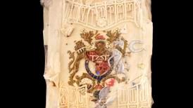 Selger kakebit fra Charles og Dianas bryllup