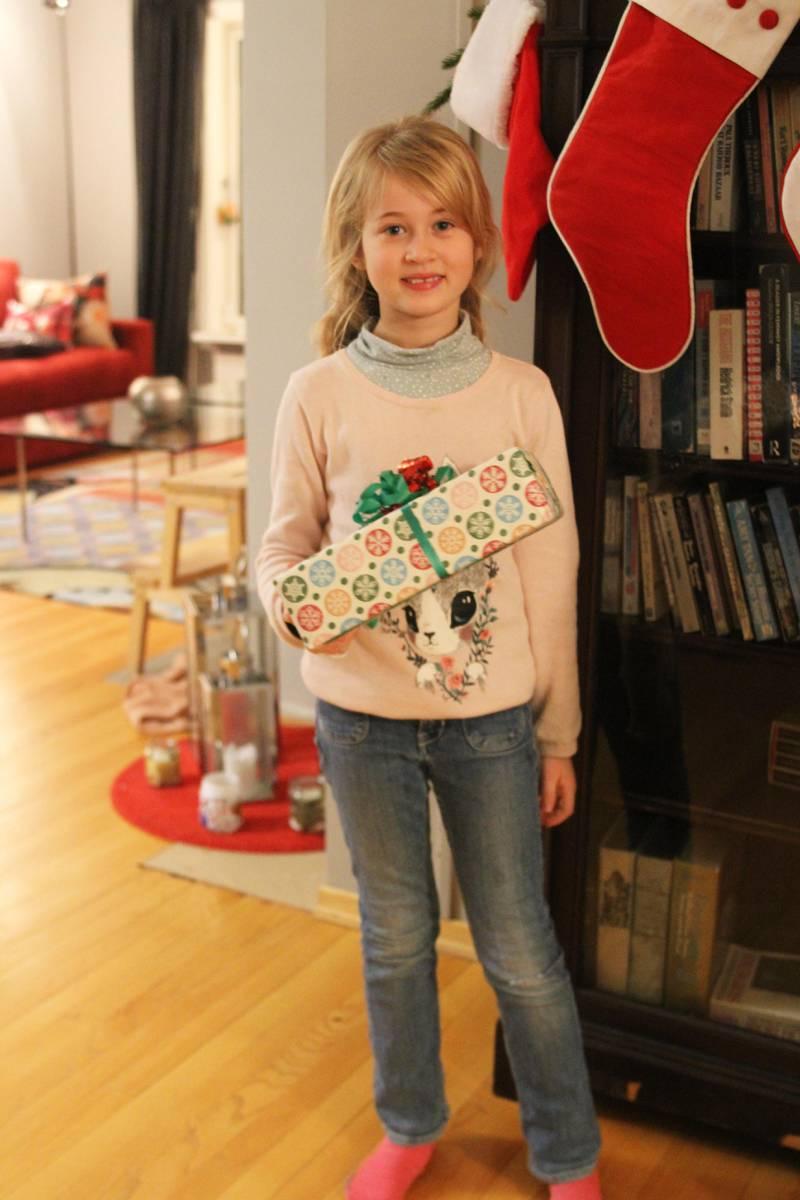 Bildet viser Adele Mortensen. Hun er 9 år gammel.