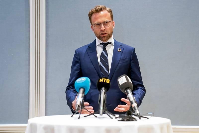 Nikolai Astrup på en pressekonferanse.