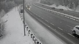 Snø gir glatte veier flere steder på Østlandet