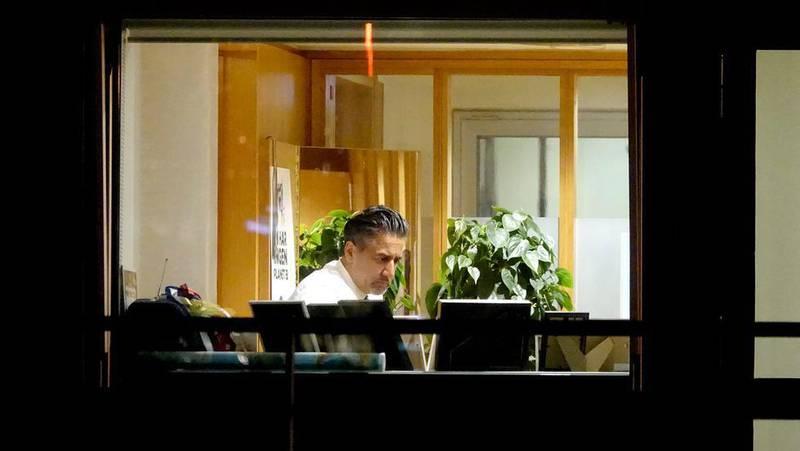 Bildet viser Abid Raja, som ble sett i Kulturdepartementet torsdag kveld. Han er fotografert fra utsiden.