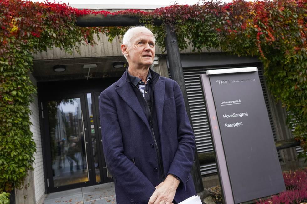FHIs smitteverndirektør Geir Bukholm ber menn under 30 år vurdere vaksinen fra Pfizer for å være føre var. Foto: Terje Bendiksby / NTB