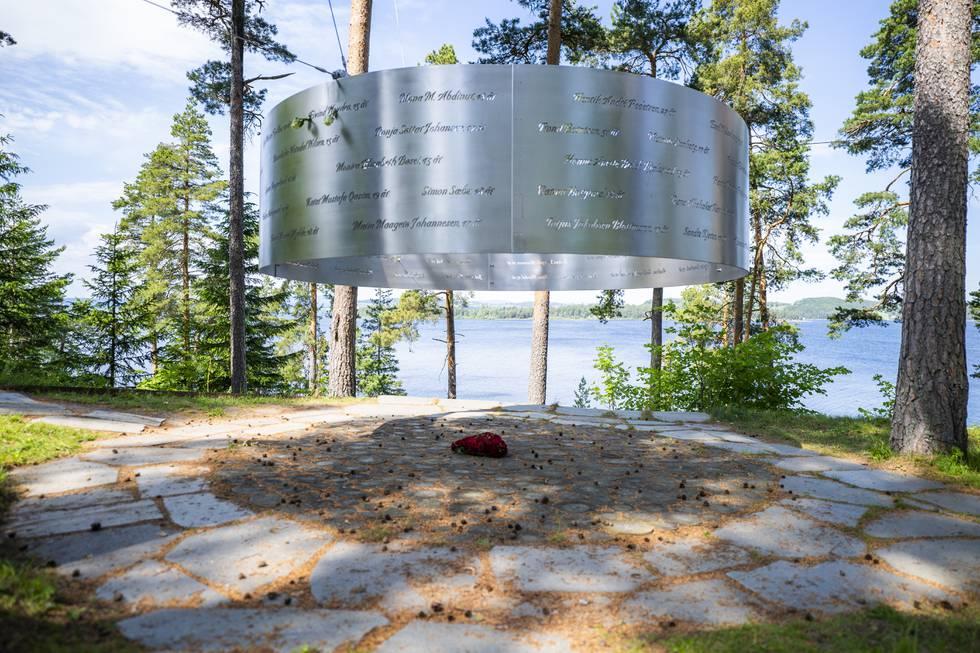 Minnesmerke på Utøya, der 69 personar blei drepne av Anders Behring Breivik 22. juli 2011. Denne veka blir tiårsdagen for terrorangrepa markert. Foto: Håkon Mosvold Larsen / NTB / NPK
