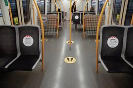 Nå kan folk sitte tettere på toget igjen